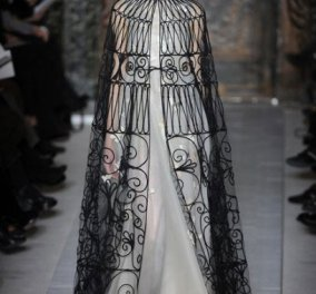 Παρίσι απευθείας σύνδεση: απόψε Valentino που κόβει την ανάσα με την καλαίσθητη συλλογή - μια  εικαστική ματιά στη μόδα  - Κυρίως Φωτογραφία - Gallery - Video