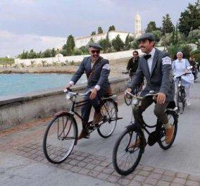 "Vintage & glamorous ατμόσφαιρα στις Σπέτσες - Η πρώτη ποδηλατάδα… εποχής ""1o Tweed Run "" - Υπέροχα κλασικά ποδήλατα, oxford ενδύματα & teatime στο Poseidonion Grand Hotel!  - Κυρίως Φωτογραφία - Gallery - Video"