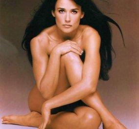 Έγκυος, γυμνή, ξυρισμένη, γουλί, με βαμμένο το τέλειο σώμα της - Ιδού οι φωτό της Demi Moore που έγραψαν ιστορία στο Hollywood - Σήμερα γίνεται 52 και δείχνει να ξέχασε τον μεγάλο της έρωτα A. Cutcher - Κυρίως Φωτογραφία - Gallery - Video