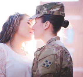 Love Story: oι δύο στρατιωτίνες έδωσαν καυτά φιλιά και τυλίχθηκαν με την Αμερικάνικη σημαία, όταν η μία επέστρεψε από το Αφγανιστάν! (φωτό) - Κυρίως Φωτογραφία - Gallery - Video