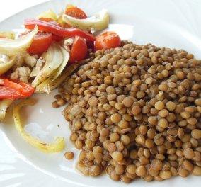 Ο Δ. Σκαρμούτσος μας μαγειρεύει τις πιο ωραίες φακές με ψητά λαχανικά που έχετε δοκιμάσει ποτέ! - Κυρίως Φωτογραφία - Gallery - Video