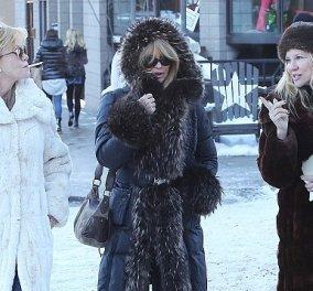 Να τες οι μεγαλοκοπέλες Γκόλντι Χώουν & Μέλανι Γκρίφιθ στο 'Ασπεν με τα ουάου γούνινα παλτό τους & ένα συνοδό αντοχής στο χρόνο! (Φωτό) - Κυρίως Φωτογραφία - Gallery - Video