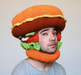 Η νέα χριστουγεννιάτικη τρέλα: Σκουφάκια και πλεκτά καπέλα έτοιμα να τα φας - Σε σχήμα hot dog, χάμπουργκερ, αυγό τηγανητό αλλά και ντόνατ! Μμμμ! - Κυρίως Φωτογραφία - Gallery - Video