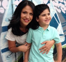 Story of the day: Η Μαρία Κυριάκου, μητέρα δύο παιδιών μοιράζεται την εμπειρία της μετά τη διπλή μαστεκτομή -«Καμιά φορά κάνω πλάκα και λέω πως ο καρκίνος ήταν το δώρο που πήρα για τα Χριστούγεννα» - Κυρίως Φωτογραφία - Gallery - Video