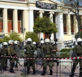 ΕΚΠΑ: 20 μέχρι στιγμής οι συλλήψεις από τα ΜΑΤ - Η κατάληψη συνεχίζεται! - Κυρίως Φωτογραφία - Gallery - Video