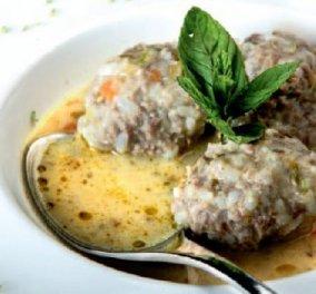 Ο Λευτέρης Λαζάρου μας μαγειρεύει τα πιο εύγευστα γιουβαρλάκια με δύο κιμάδες και λάιμ! Μούρλια!  - Κυρίως Φωτογραφία - Gallery - Video