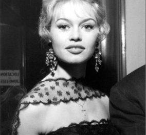 Vintage Beauty Pic: Όταν η Μπριζίτ Μπαρντό φορούσε σταυρουδάκι, σκουλαρίκια πολυέλαιο & θάμπωνε τα πλήθη - Κυρίως Φωτογραφία - Gallery - Video