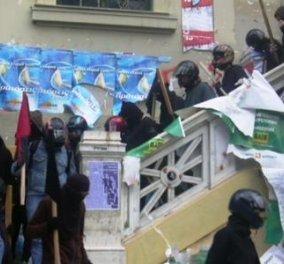 Φοιτητικές εκλογές: Αντιεξουσιαστές εισέβαλαν βίαια σε πανεπιστήμια - Χτύπησαν με αντικείμενα φοιτητές - Έκλεψαν ως και κάλπες - Κυρίως Φωτογραφία - Gallery - Video