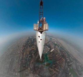 Φωτό ημέρας: Δείτε αυτόν τον ριψοκίνδυνο άνδρα που έβγαλε την ψηλότερη selfie ever από τα 830μ του εντυπωσιακού Μπουρζ Χαλίφα στο Ντουμπάι! - Κυρίως Φωτογραφία - Gallery - Video