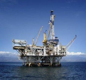 Σε χαμηλό τετραετίας η τιμή του αργού πετρελαίου - Σε «ελεύθερη πτώση» η αξία του - Κυρίως Φωτογραφία - Gallery - Video