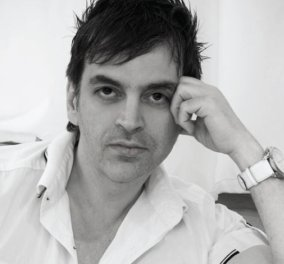 Ο Έλληνας σχεδιαστής μόδας Πάρης Βαλταδώρος ξανά τρελαίνει τις γυναίκες με έντονα χρώματα, το απόλυτο trend του χειμώνα, ασύμμετρα κοψίματα, τολμηρές αεροδυναμικές γραμμές! - Κυρίως Φωτογραφία - Gallery - Video