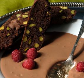 O κορυφαίος ζαχαροπλάστης Στέλιος Παρλιάρος μας τρελαίνει με μια πεντανόστιμη σούπα σοκολάτας με μπισκότο σοκολάτας - Κυρίως Φωτογραφία - Gallery - Video