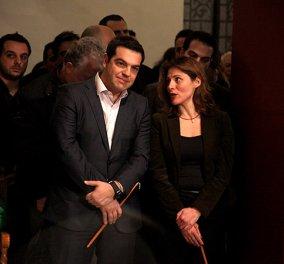 Αλέξης Τσίπρας & Μπέτυ Μπαζιάνα: Πήγαν μαζί στην περιφορά του Επιτάφιου στην Πλάκα! (Φωτό) - Κυρίως Φωτογραφία - Gallery - Video