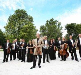 Johann Strauss Ensemble: Βιεννέζικα βαλς τα Χριστούγεννα στο Μέγαρο Μουσικής Αθηνών - Ένα εορταστικό πρόγραμμα με πόλκες και λαϊκούς χορούς από τη Βιέννη που θα σας συναρπάσουν! - Κυρίως Φωτογραφία - Gallery - Video