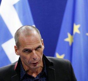 Spiegel: O Bαρουφάκης είχε δίκιο να διαμαρτύρεται για τα έγγραφα στο Eurogroup - Ήταν άλλα & διέφεραν σε κομβικά σημεία - Κυρίως Φωτογραφία - Gallery - Video