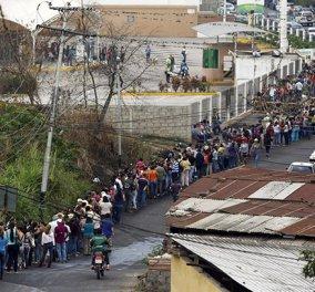 Βενεζουέλα: Το χάος συνεχίζεται - Συστάθηκε αστυνομία τροφίμων που επιτρέπει τα ψώνια μόνο δύο φορές την εβδομάδα -  - Κυρίως Φωτογραφία - Gallery - Video