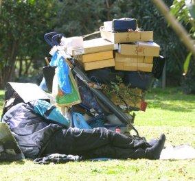 Story of the day:μια ζωή στα πλούτη και στα σκουπίδια με delivery σουβλάκια από τον ''Ζάχο' για τα αδέλφια Ντάβου που πέθαναν σαν αδέσποτα σκυλιά-οι αετονύχηδες δεν πρόλαβαν πάντως να τους τα φάνε! - Κυρίως Φωτογραφία - Gallery - Video