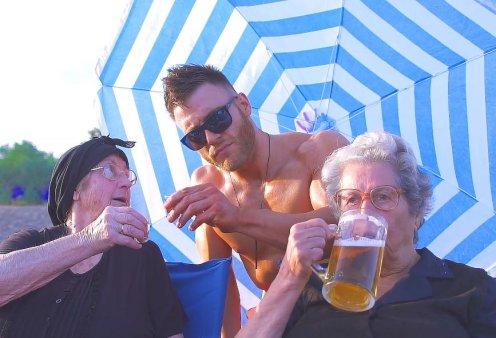 «Just μπίρες»: Οι Κρητικές γιαγιάδες επιστρέφουν και γίνονται το hit του καλοκαιριού (VIDEO) - Κυρίως Φωτογραφία - Gallery - Video