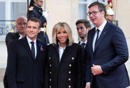 Το παράπονο του Σέρβου Προέδρου από τους Μακρόν: «Ήμουν σκυφτός από ντροπή στην τελετή - Δεν έφυγα για να μην γίνει σκάνδαλο» (Φωτό) - Κυρίως Φωτογραφία - Gallery - Video
