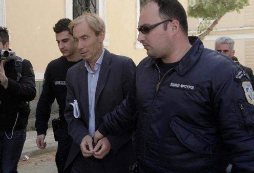 Απέδρασε σπάζοντας το «βραχιολάκι» ο τραπεζίτης Ζαν Κλοντ Οσβαλντ, υπόδικος για Siemens και εξοπλιστικά - Κυρίως Φωτογραφία - Gallery - Video