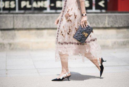 Τα 50 trendy παπούτσια της χρονιάς: Από διαφανείς & φλοράλ μπότες έως μωβ γούνινα παντοφλέ & παστέλ sneakers - Κυρίως Φωτογραφία - Gallery - Video