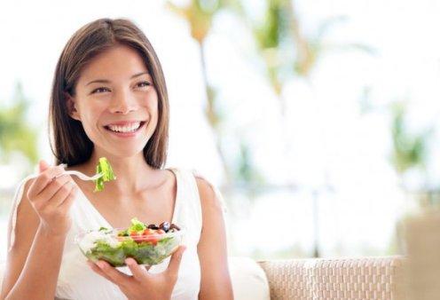 Οι ειδικοί αποκαλύπτουν: Γιατί πρέπει να καθόμαστε όταν τρώμε;   - Κυρίως Φωτογραφία - Gallery - Video