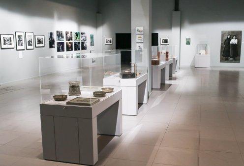 «Tα Ωραία του Πέραν»: Παρουσιάζεται ομαδική εικαστική έκθεση στο Κέντρο Πολιτισμού Ελληνικός Κόσμος   - Κυρίως Φωτογραφία - Gallery - Video
