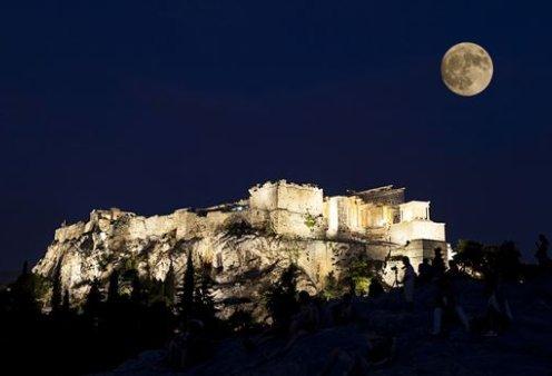 Πανσέληνος, υπερπανσέληνος και ολική σεληνιακή έκλειψη: Απολαύστε τις εικόνες (Φωτό) - Κυρίως Φωτογραφία - Gallery - Video