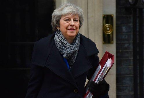 Ηνωμένο Βασίλειο: Η Μέι επιβίωσε της πρότασης μομφής με διαφορά 19 ψήφων (Βίντεο) - Κυρίως Φωτογραφία - Gallery - Video