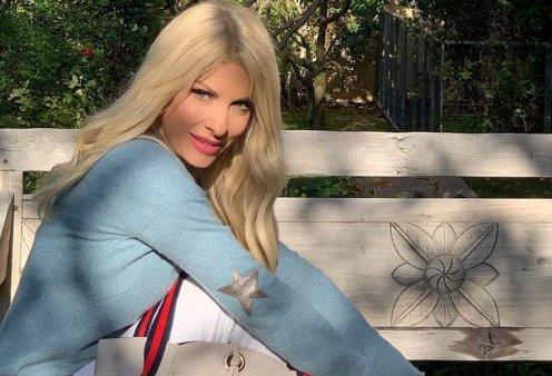Όταν η Ελένη Μενεγάκη φτιάχνει καρδιά στην άμμο της Άνδρου ξεκινούν οι διακοπές των celebrities (φωτό) - Κυρίως Φωτογραφία - Gallery - Video
