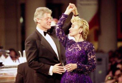Μπιλ Κλίντον ο... ζωηρός: Ξεφύλλιζε βιβλίο με στάσεις του Κάμα Σούτρα  σε κατάστημα ξενοδοχείου - Κυρίως Φωτογραφία - Gallery - Video