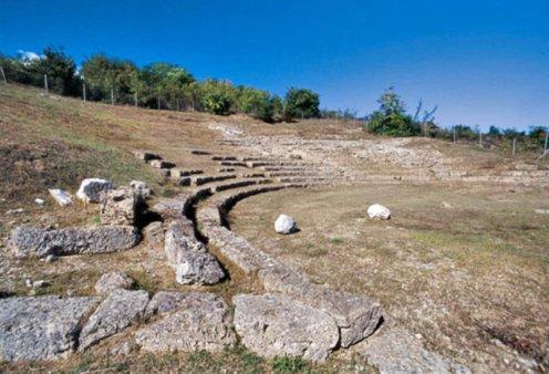 Βίντεο ημέρας: Το Αρχαίο θέατρο της Μίεζας σε μοναδικές εναέριες λήψεις με drone - Κυρίως Φωτογραφία - Gallery - Video