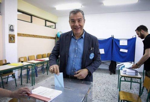 Σταύρος Θεοδωράκης: Άσκησε το εκλογικό του δικαίωμα - «Για να γεννηθούμε ένα σπερματοζωάριο δεν δείλιασε» - Κυρίως Φωτογραφία - Gallery - Video