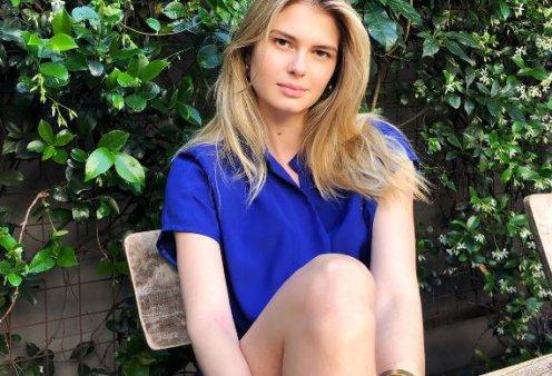 Η Αμαλία Κωστόπουλου λιάζεται στο Los Άντζελες σε μία άκρως θηλυκή πόζα με vintage μαγιό (φωτό) - Κυρίως Φωτογραφία - Gallery - Video