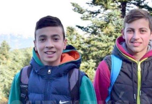 Good news: Αυτά τα 2 χαμογελαστά αγόρια βρήκαν πορτοφόλι με 4.500 ευρώ & το παρέδωσαν! - Κυρίως Φωτογραφία - Gallery - Video