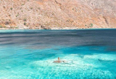 Λουτρό: Ο παράδεισος των Σφακίων με το απέραντο μπλε - Η φωτογραφία της ημέρας - Κυρίως Φωτογραφία - Gallery - Video