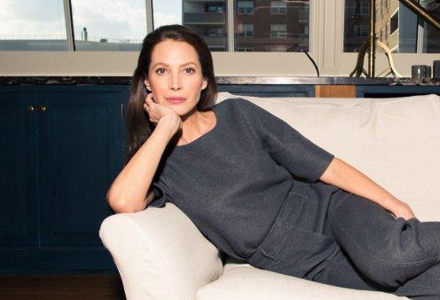 Κρίστι Τέρλινγκτον: Μία από τις ωραιότερες γυναίκες του κόσμου - Top Model των 90'ς σε τρυφερή αγκαλιά με τη μαμά της (φώτο) - Κυρίως Φωτογραφία - Gallery - Video