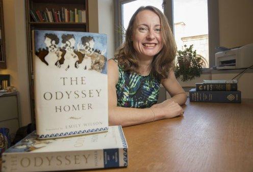 Topwoman η Emily Wilson: Η πρώτη γυναίκα που μετέφρασε την Οδύσσεια κέρδισε βραβείο 625.000 δολαρίων (φώτο-βίντεο) - Κυρίως Φωτογραφία - Gallery - Video