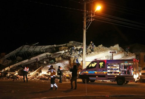 Ισχυρός σεισμός 6,8 Ρίχτερ στην Τουρκία - 8 νεκροί - δεκάδες τραυματίες - Τι φοβούνται οι Έλληνες σεισμολόγοι (φώτο-βίντεο) - Κυρίως Φωτογραφία - Gallery - Video