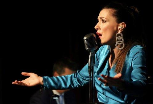 Η Φωτεινή Δάρρα στο Μέγαρο - «Η συμφωνική μουσική συναντά το μπουζούκι» - Κυρίως Φωτογραφία - Gallery - Video