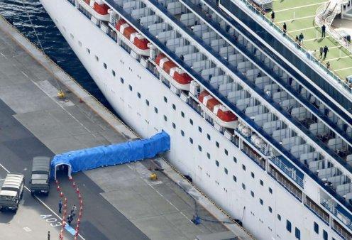 """Έφτασαν στο Σωτηρία"""" οι δύο Έλληνες που βγήκαν από το κρουαζιερόπλοιο """"Diamond Princess"""" - Κυρίως Φωτογραφία - Gallery - Video"""