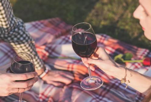 Πώς να τρως σαν Γαλλίδα - Κόκκινο κρασί, brie, μπαγκέτα και pain au chocolat - Κυρίως Φωτογραφία - Gallery - Video