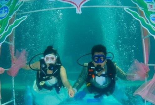 Story of the day: Ένας υπέροχος υποβρύχιος γάμος στην Ταϊλάνδη – Έγινε την ημέρα του Αγίου Βαλεντίνου (βίντεο) - Κυρίως Φωτογραφία - Gallery - Video