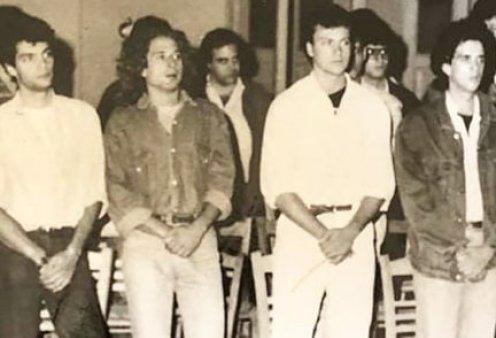 Ο Κώστας Κόκλας & οι συμμαθητές του: Vintage φωτό από το 90s με Κούρκουλο, Κακούρη & Δημητρίου στα πολύ όμορφα νιάτα τους (Φωτό) - Κυρίως Φωτογραφία - Gallery - Video