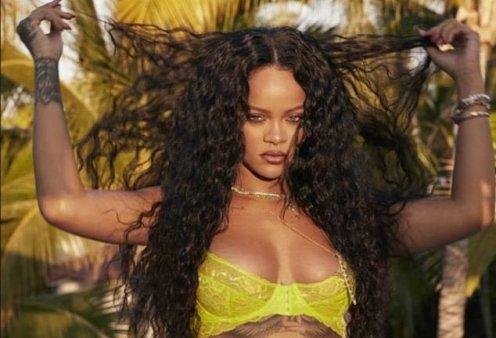 Η Rihanna αποκαλυπτική όσο ποτέ: Με κίτρινα δαντελωτά εσώρουχα ποζάρει αισθησιακά (Φωτό)  - Κυρίως Φωτογραφία - Gallery - Video