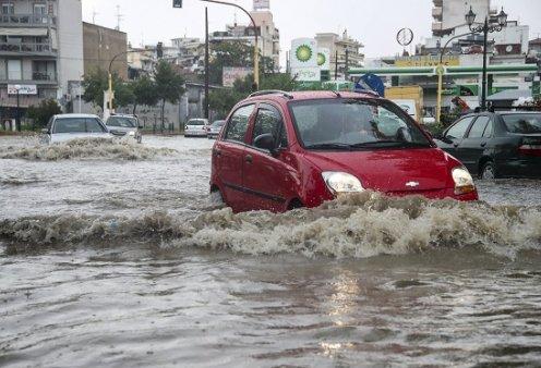 Σοβαρά προβλήματα από την κακοκαιρία: Πλημμύρες στη Θεσσαλονίκη, καταστροφές στη Λάρισα, χαλάζι στην Κοζάνη (φωτό - βίντεο) - Κυρίως Φωτογραφία - Gallery - Video