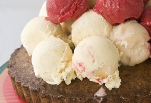 Ο Στέλιος Παρλιάρος μας προτείνει υπέροχη καρυδόπιτα με παγωτό - Κυρίως Φωτογραφία - Gallery - Video