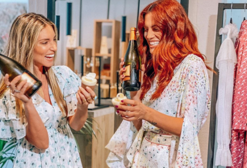 Kαλοκαίρι 2020: Τα πιο δημοφιλή κορίτσια του Internet Αθηνά Οικονομάκου & Μαίρη Συνατσάκη παρουσιάζουν της κολεξιόν τους γεμάτη χρώμα - Κυρίως Φωτογραφία - Gallery - Video