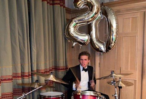 Τα 20α του γενέθλια γιόρτασε ο γιος του Παύλου & της Μαρί Σαντάλ, Αχιλλέας -  Φόρεσε σμόκιν & έπαιξε ντραμς (φωτό) - Κυρίως Φωτογραφία - Gallery - Video