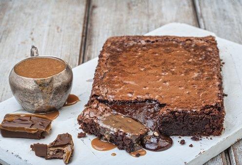 Ένα συγκλονιστικό γλυκό από την Αργυρώ Μπαρμπαρίγου: Σοκολατόπιτα με ρευστή σάλτσα καραμέλας  - Κυρίως Φωτογραφία - Gallery - Video